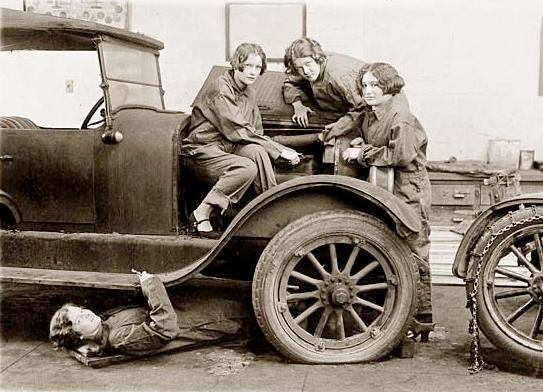 women car mechanics